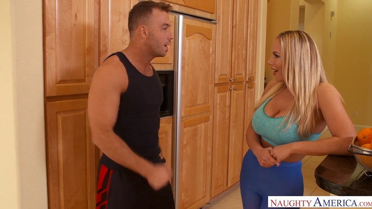 Cougar MILF Seduces Her Personal Trainer